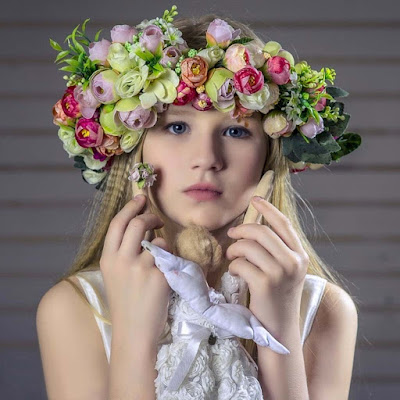 Cute-baby-girl-images-wearing-flower-croften-on-head
