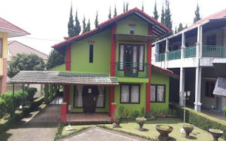 villa untuk keluarga besar di lembang bandung