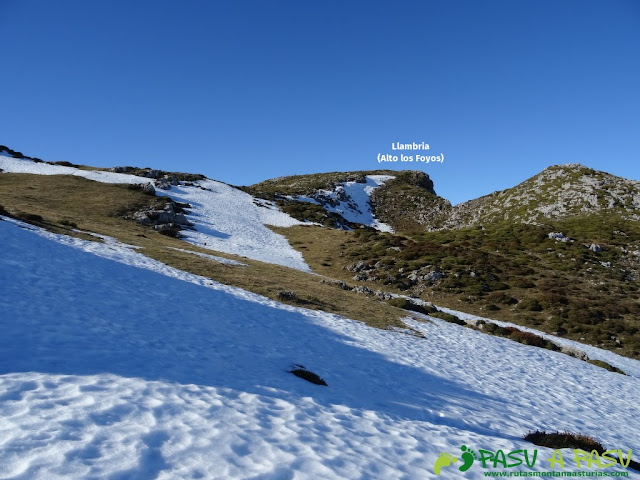 Llegando a la cima de la Llambria