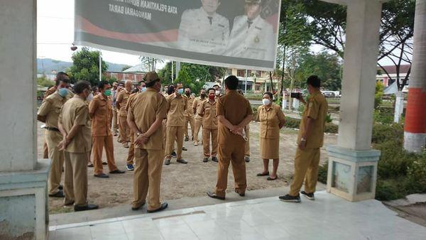 Yulianus Weng Lakikan Inspeksi Mendadak di OPD Manggarai Barat.lelemuku.com.jpg