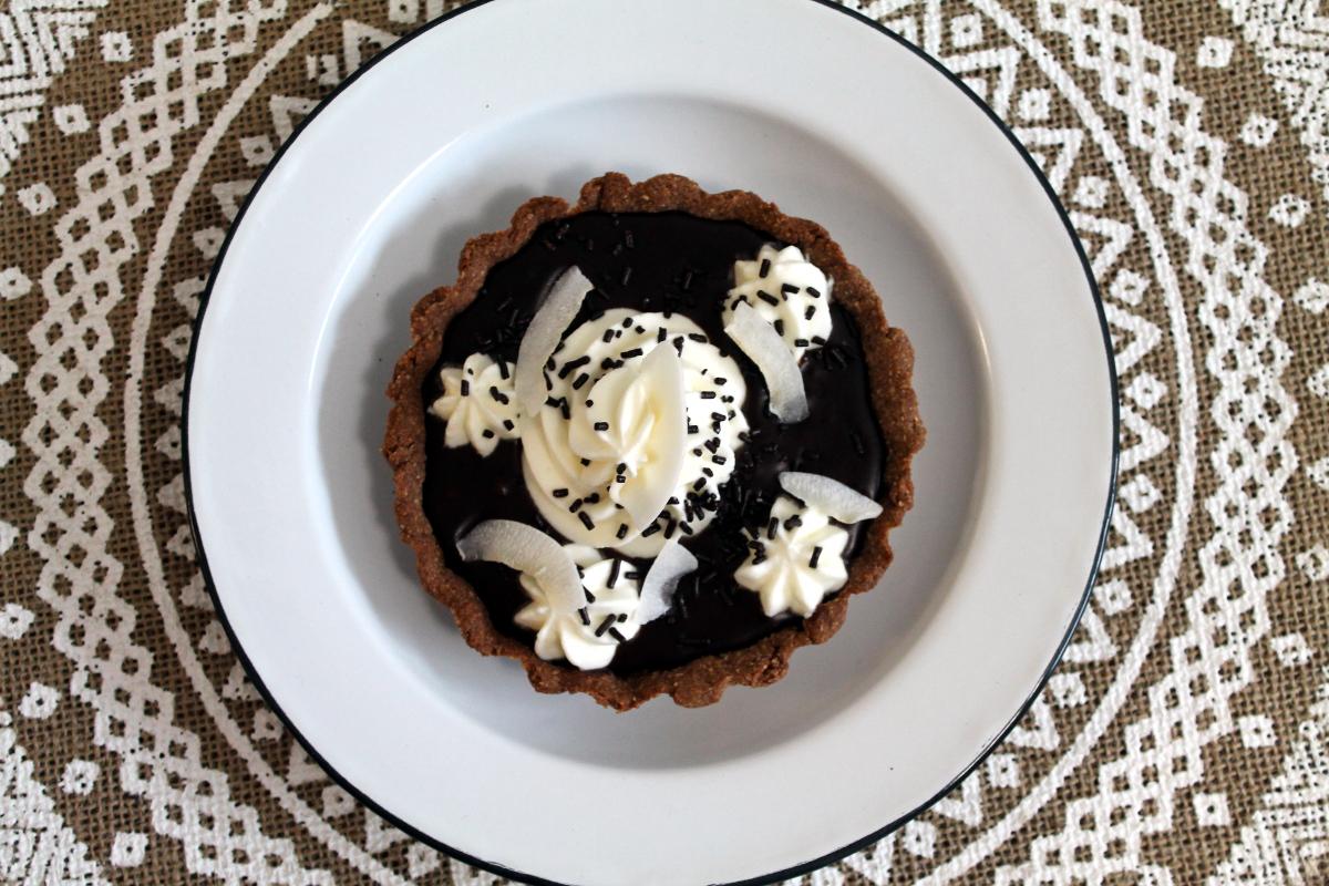 Pastel cremoso de coco y chocolate