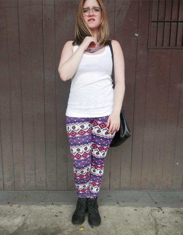 Look: Calça legging com estampa étnica