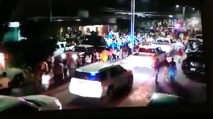 VÍDEO: Al menos 19 camionetas con hombres armados del CJNG desfilan en carnaval de Veracruz