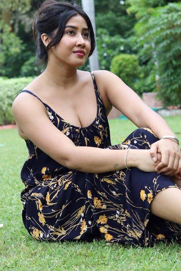 Actress Sofia Ansari Latest Hot Cleavage Stills