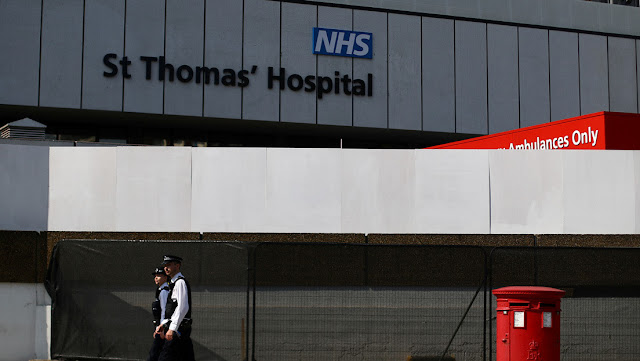 Muere por coronavirus un enfermero que estuvo internado al lado de Boris Johnson