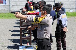 Tingkatkan Kemampuan Anggota, Polres Pelabuhan Gelar Latihan Menembak
