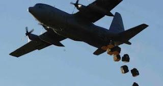 عاجل فضيحة أمريكا تحاول رفع معنويات داعش من خلال القاء المساعدات لهم في المناطق المحاصرة !