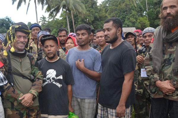 Abu Sayyaf Bebaskan Tiga dari Sembilan WNI yang disandera.jpg