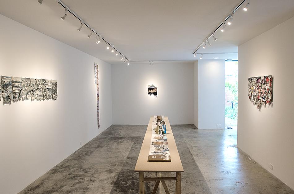 Obras de Manuel Eduardo González en su exposición Sedimentaciones