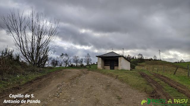 Exterior de la Capilla de San Antonio de Pando, Cangas del Narcea
