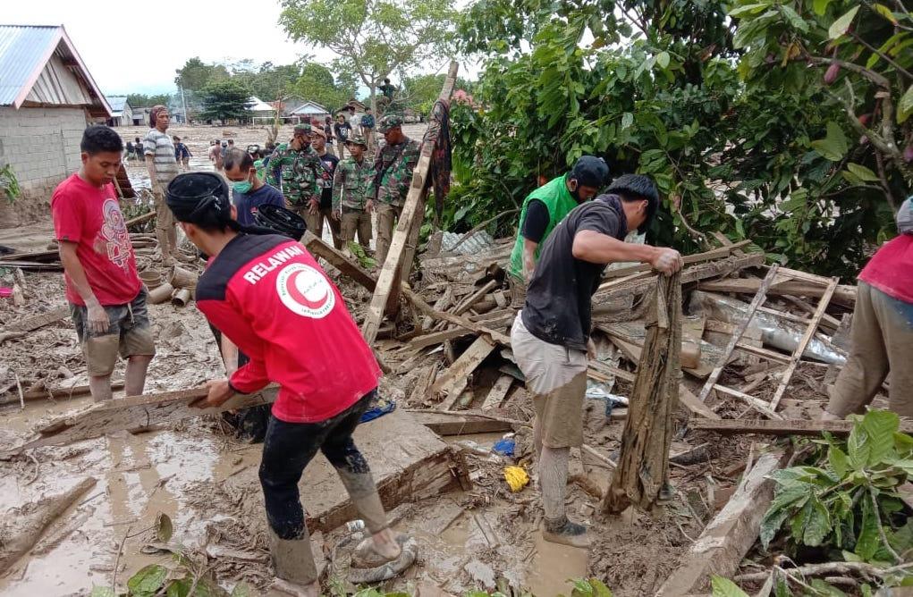 Timbunan Lumpur Hingga 2 Meter Jadi Tantangan Relawan BSMI di Masamba