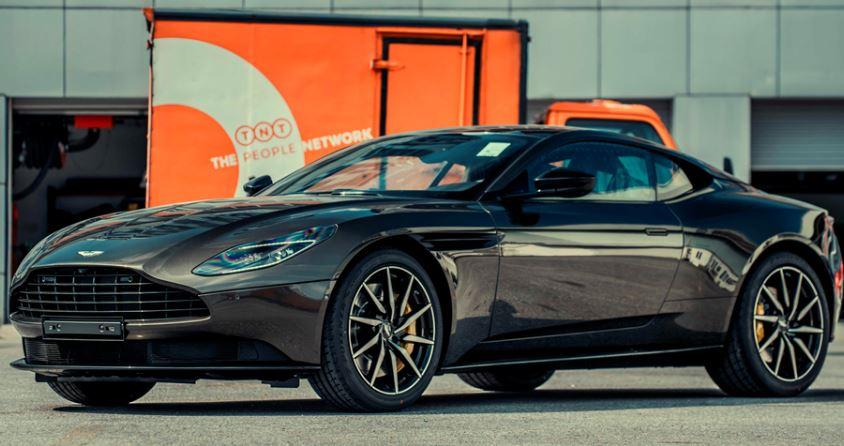 Aston Martin DB11 'James Bond' supercar costs more than 16 billion to dock in Vietnam