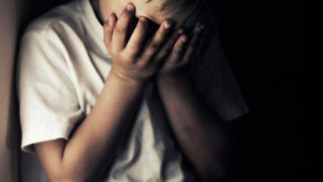 Βασάνιζαν 5χρονο παιδάκι σβήνοντας τσιγάρα πάνω του και του χτυπούσαν το κεφάλι στον τοίχο
