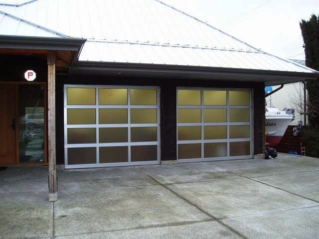 Modern Classic garage door picture