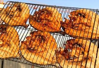 تتبيلة السمك المشوي على الفحم . شاورما السمك والخضار