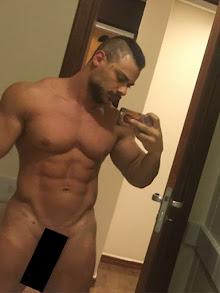 """Nude de Léo Stronda vaza na internet: """"Fazer o quê?"""""""