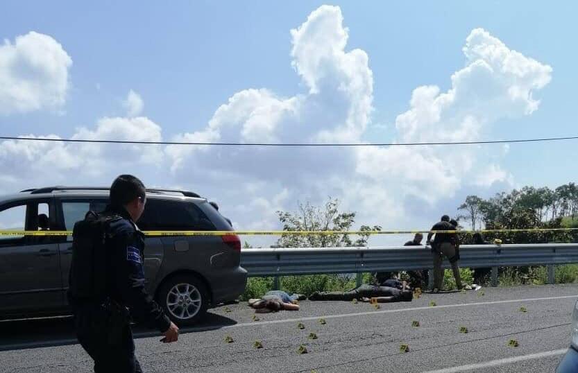 Ejecutan a 2 hombres y 1 mujer en el kilómetro 12 de la carretera a Saltillo de Zapopan