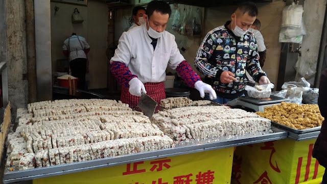 marchand de bonbons à Hongkou à Shanghai
