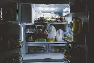 menyimpan makanan, menyimpan makanan di kulkas, membekukan makanan, menyimpan persediaan makan