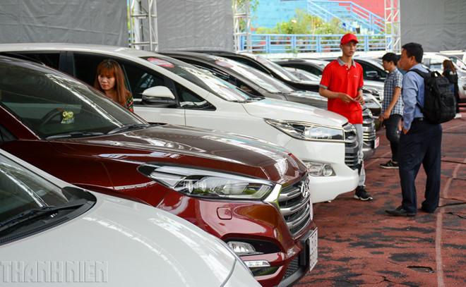 Ô tô nhập khẩu về ồ ạt, sức mua giảm làm tăng lượng xe tồn kho
