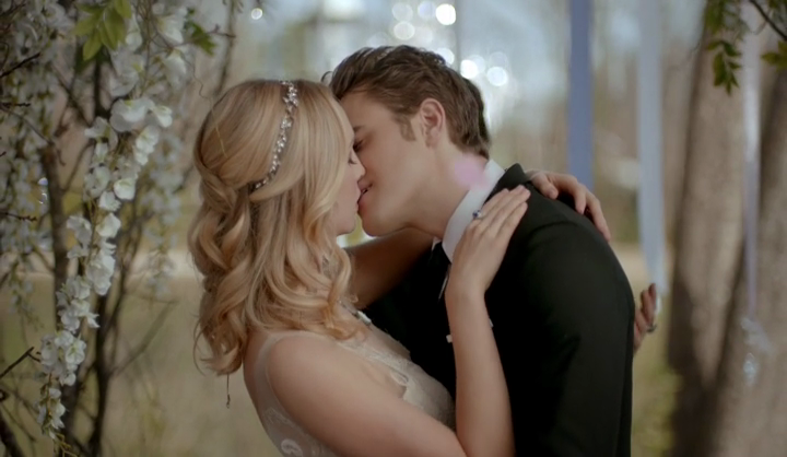 The Vampire Diaries 8x15 We're Planning a June Wedding Caroline Stefan