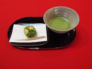 季節の生菓子とお抹茶はいかがでしょうか。