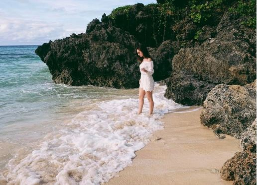 CHECK THIS OUT: Coleen Garcia Shows Off Sexy Beach Body in All-Girls Balesin Getaway!