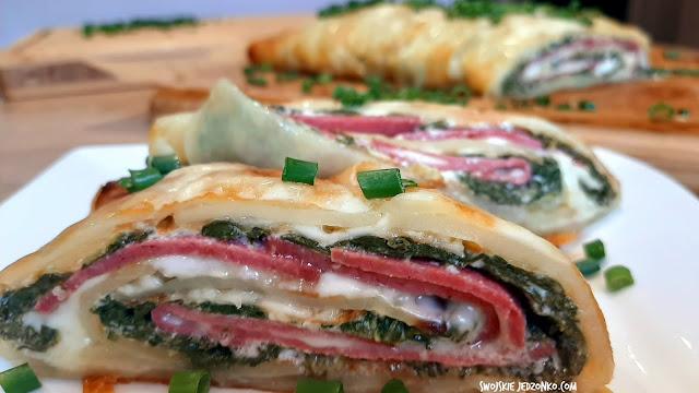 Rolada ziemniaczana ze szpinakiem i salami - Czytaj więcej »