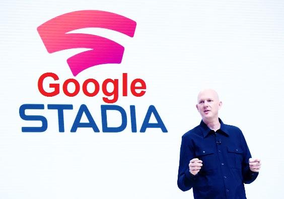 سيتم إطلاق Stadia خدمة بث ألعاب Google المستندة إلى مجموعة النظراء  في 19 نوفمبر.   وقبل ظهوره الرسمي ، وصل تطبيق Google Stadia إلى متجر Google Play ويمكن تنزيله الآن على الهواتف المدعومة. ومع ذلك ، لا يوفر التطبيق حاليًا الكثير ، باستثناء السماح للمستخدمين بربط حساب Google الخاص بهم الذي سيتم استخدامه لدفق الألعاب. تجدر الإشارة أيضًا إلى أن Google Stadia لن يكون متاحًا على مستوى العالم ، حيث إنه لن يكون متاحًا إلا في 14 دولة في المرحلة الأولية. ولسوء الحظ ، ليست الهند من بين تلك المناطق التي ستتوفر فيها Google Stadia.    بالنسبة إلى التطبيق نفسه ، يبلغ حجم ملعب Stadia for Android 75.08 ميغابايت وهو حاليًا في الإصدار 1.45.278447916. سيُطلب من الذين يقومون بتثبيت التطبيق تحديد حساب Google الذي يريدون استخدامه في Stadia ، في حالة استخدامهم لحسابات متعددة في Google على جهاز واحد. عند الحديث عن الأجهزة ، فإن Pixel 2 و Pixel 3 و Pixel 3a و Pixel 4 هي الهواتف الوحيدة التي ستدعم الملاعب عند إطلاقه في 19 نوفمبر.    بمجرد تحديد حساب Google ، سيتعين على المستخدمين إدخال رمز دعوة للمتابعة في التطبيق. بالنسبة لرموز الدعوات ، سيتم إرسالها إلى المستخدمين الذين طلبوا بالفعل حزمة الإصدار أو إصدار Premiere Edition من Google Stadia Founder ابتداءً من 19 نوفمبر. أو سيتعين على المستخدمين إدخال رمز الدعوة الذي تلقوه عبر Stadia Buddy البشري. ستتيح Stadia للمستخدمين الاستمتاع بالألعاب على الكمبيوتر الشخصي أو التلفزيون أو الهاتف.    بالنسبة إلى مكتبة ألعاب Stadia ، ستتضمن عناوينًا مثل Assassin's Creed Odyssey و Borderlands 3 و Cyberpunk 2077 و Darksiders Genesis و Destiny 2: The Collection و Doom Eternal و Final Fantasy XV و Ghost Recon Breakpoint و Red Dead Redemption 2 و Tom Clancy's The القسم 2 ، شاهد كلاب الفيلق ، وولفنشتاين: Youngblood من بين آخرين. توفر لنا معاينات التطبيق على متجر Google Play أيضًا لمحة عن واجهة المستخدم الخاصة بالتطبيق ، مثل قسم مكتبة الألعاب ، ومنتدى مجتمع Stadia ، والمزيد.