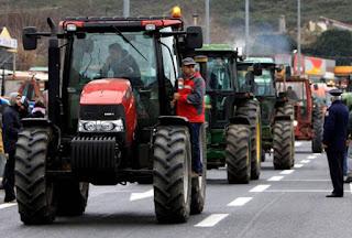 Σκληραίνουν τη στάση τους οι αγρότες