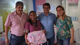 Prefeitura de Picuí entrega kits do 'bebê cidadão' para gestantes com visita do Dr. Balduino