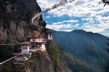 Bhutan: Tales from the Kingdom of the Thunder Dragon
