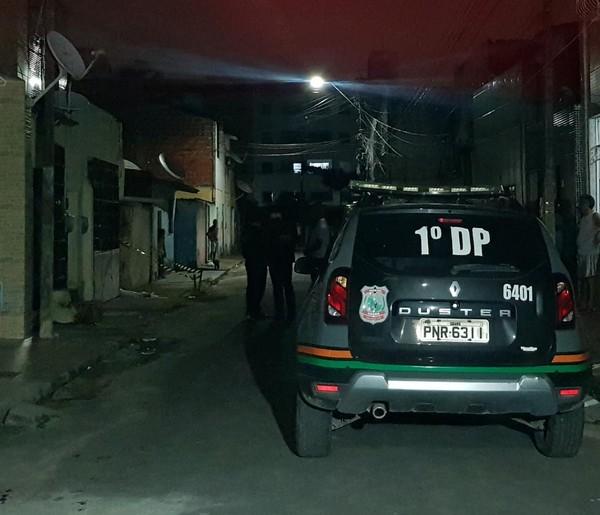 Suspeitos em motocicleta matam homem a tiros, em Fortaleza