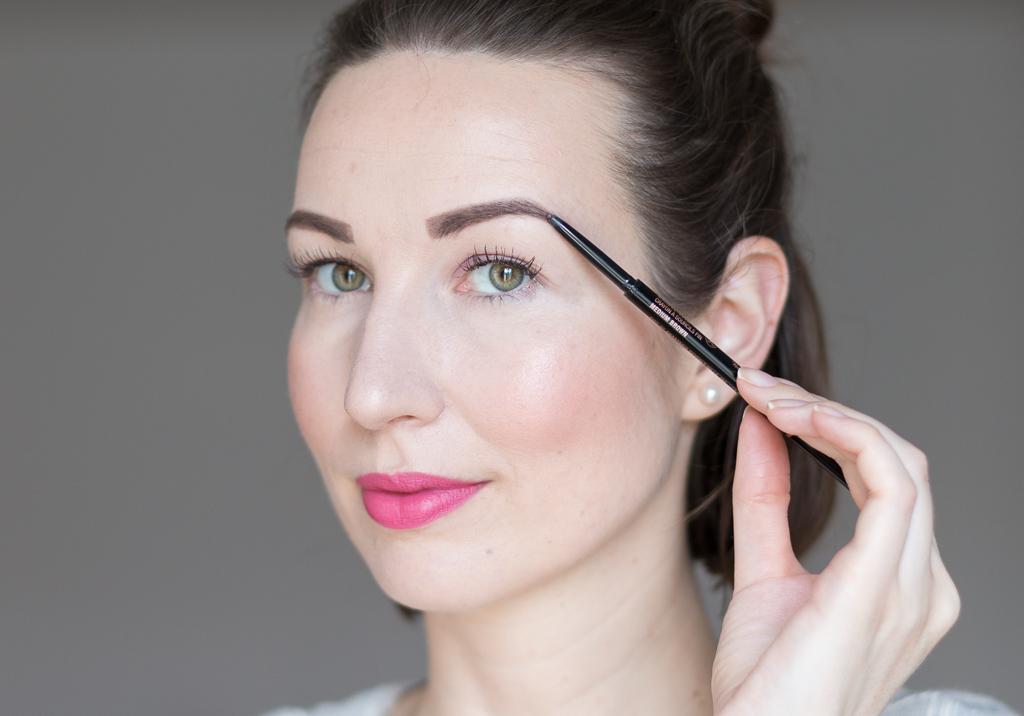 Tragebild Anastasia Beverly Hills Brow Wiz Medium Brown auf den Augenbrauen