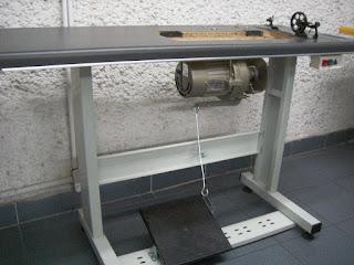 Motor y mesa industrial