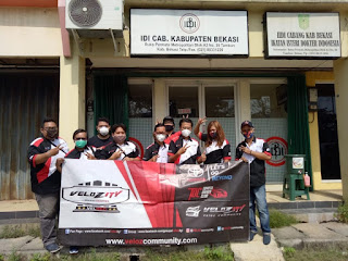 Komunitas Velozity Chapter Bekasi berikan APD pada perwakilan Ikatan Dokter Indonesia (IDI)  Bekasi