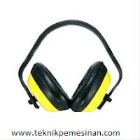 pelindung telinga atau earmuff