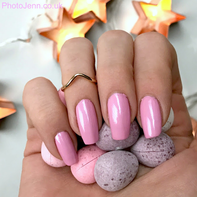 maybelline-color-show-neon-pastels-lilac-glow-nail-polish-review