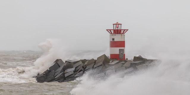 الرياح العاصفة تضرب هولندا