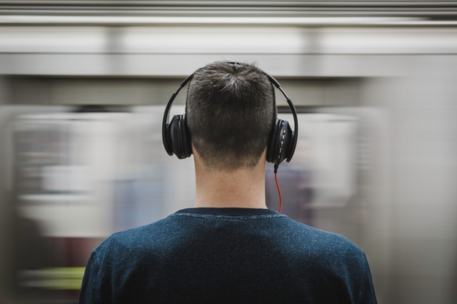 5 Best Headphones To Use For Amazing Music Experience