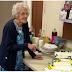 Em 100º aniversário, idosa pede doações para cristãos perseguidos em vez de presentes