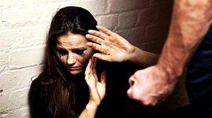 Filho agride a mãe com uma barra de ferro e é preso no Sertão