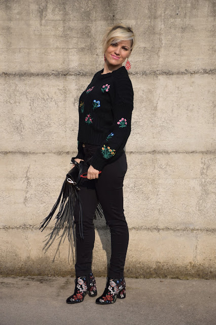 black sweater how to wear black sweater how to combine black sweater mariafelicia magno fashion blogger color block by felym fashion bloggers italy italian fashion bloggers february outfit casual winter outfit