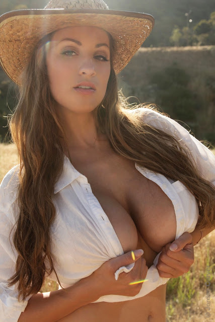 Jordan-Carver-little-farmer-hot-and-sexy-hd-images-from-photoshoot_2