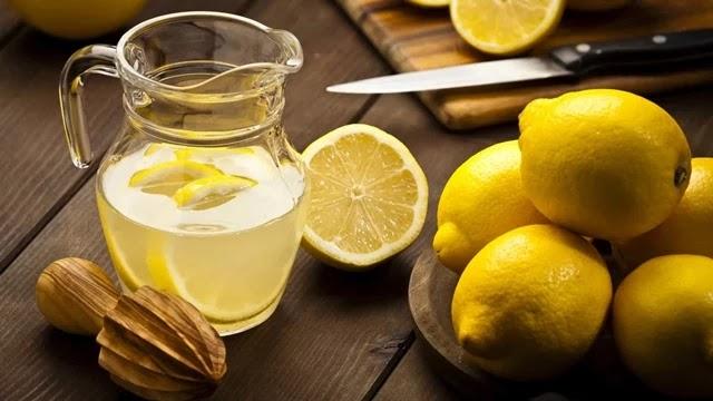 Veja os seis motivos divulgados pela nutricionista para tomar a bebida 'milagrosa' assim que acorda