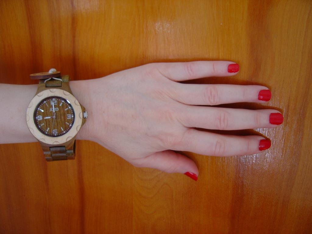 JORD Sully Natural Green wood watch with fingernails.jpeg