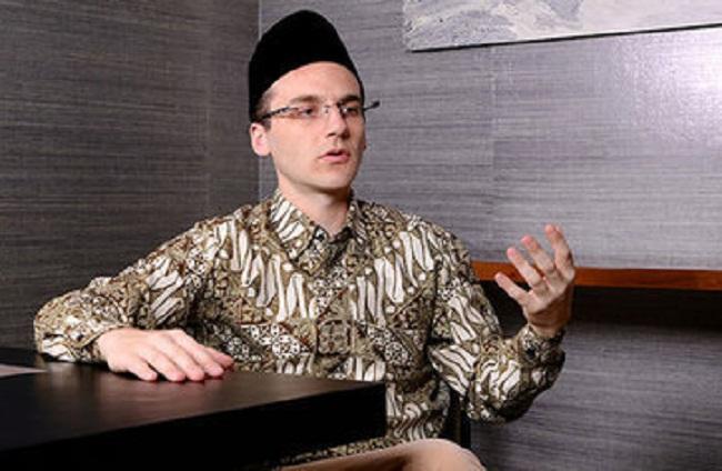 Mengapa Orang Barat Banyak yang Tertarik Masuk Islam?