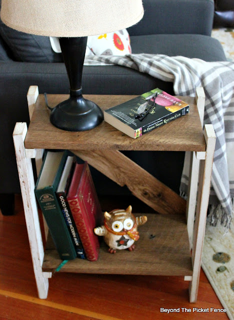 simple side table, barnwood, rustic farmhouse, family room, fusion mineral paint,https://goo.gl/HQ8AGd