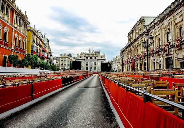 FACUA Sevilla denuncia al Consejo de Hermandades ante la Junta debido a la inacción del Ayuntamiento de Sevilla