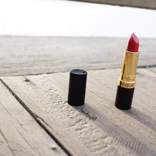 revlon-superlustrous-creme-volcanic-red-675-lipstick-review.jpg